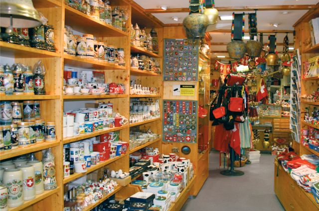 Top 3 best places to buy souvenirs from for Souvenirshop hannover